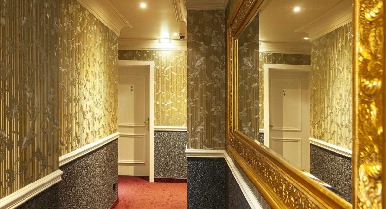 myers-hotel-hallway